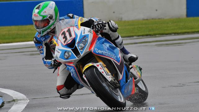 Vittorio_Iannuzzo_Grillini_Dentalmatic_SBK_BMW_S1000RR_Superbike_2013_Europa_Donington_Park_02