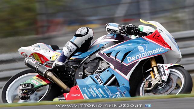 Vittorio_Iannuzzo_Grillini_Dentalmatic_SBK_BMW_S1000RR_Superbike_2013_Germania_Nurburgring_14