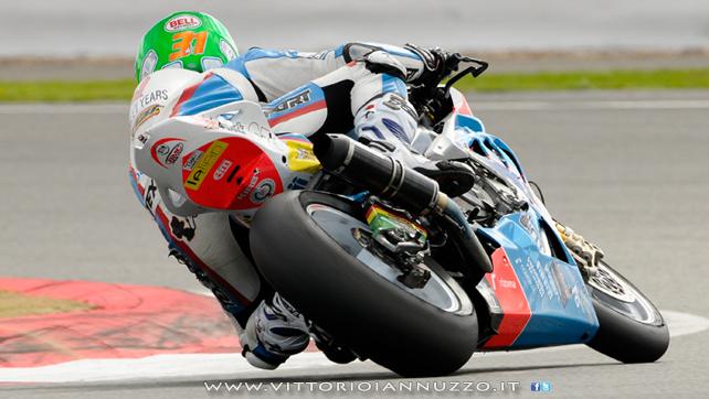 Vittorio_Iannuzzo_Grillini_Dentalmatic_SBK_BMW_S1000RR_Superbike_2013_Inghilterra_Silverstone_10