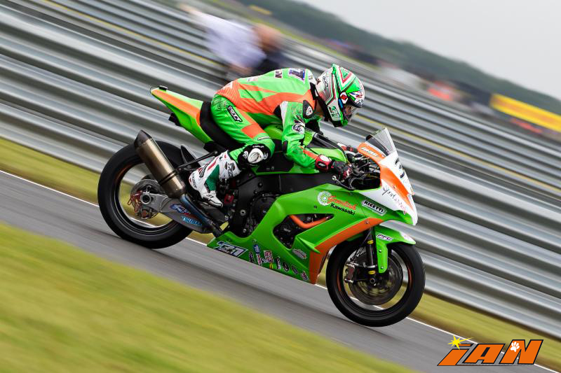 Vittorio_Iannuzzo_BSB_British_Superbike_MCE_Gearlink_Kawasaki_Ninja_ZX10_1000_Pirelli_Inghilterra_2016_Foto_Snetterton_300